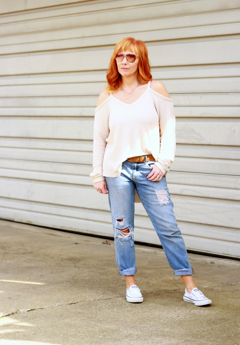 cold shoulder sweater, boyfriend jeans, Converse