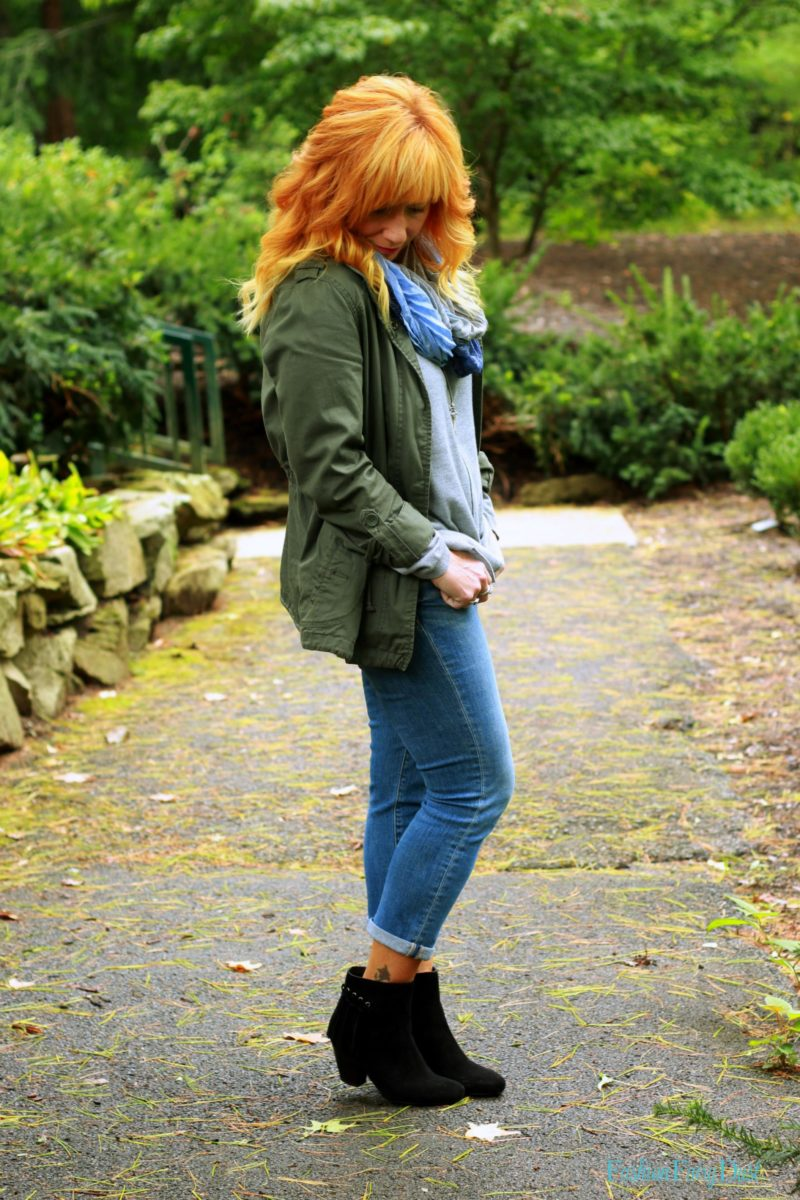 Black suede ankle boots, utility jacket and skinny jeans. How to style a utility jacket. Casual Fall outfit.