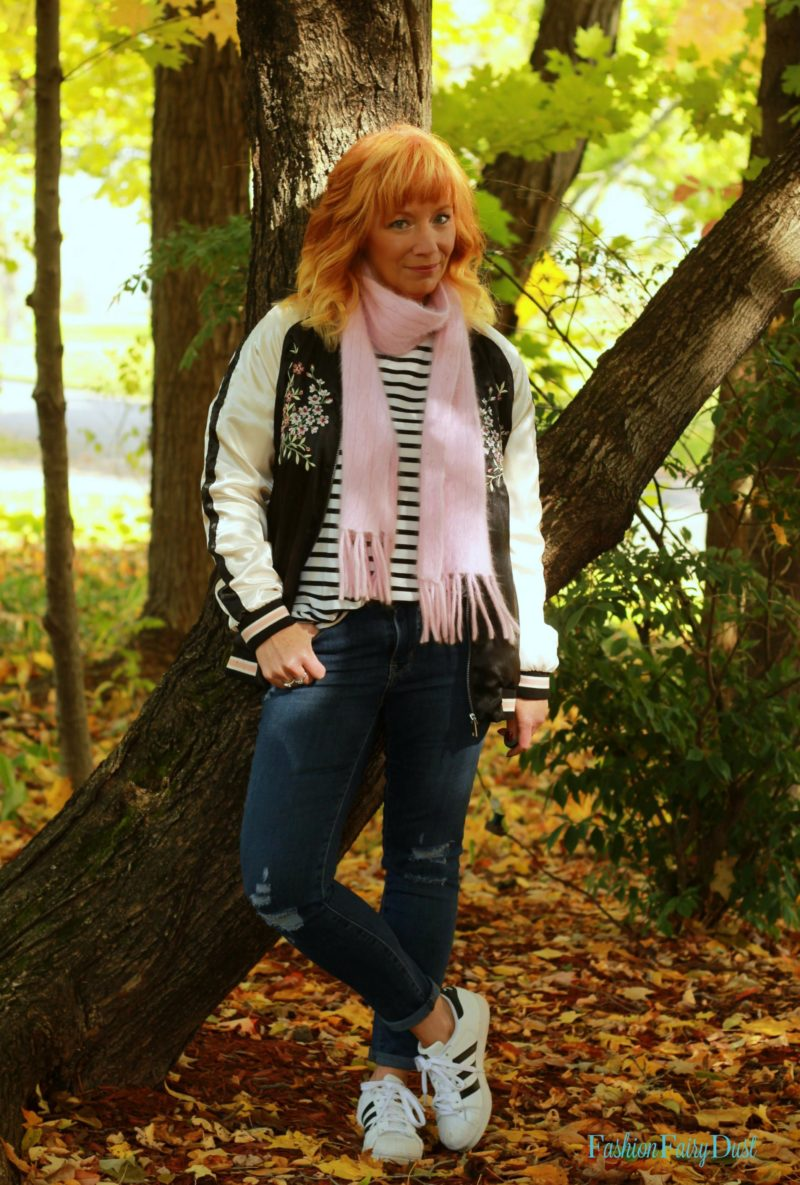 Embroidered bomber jacket, skinny jeans and Adidas outfit. Fall outfit ideas.