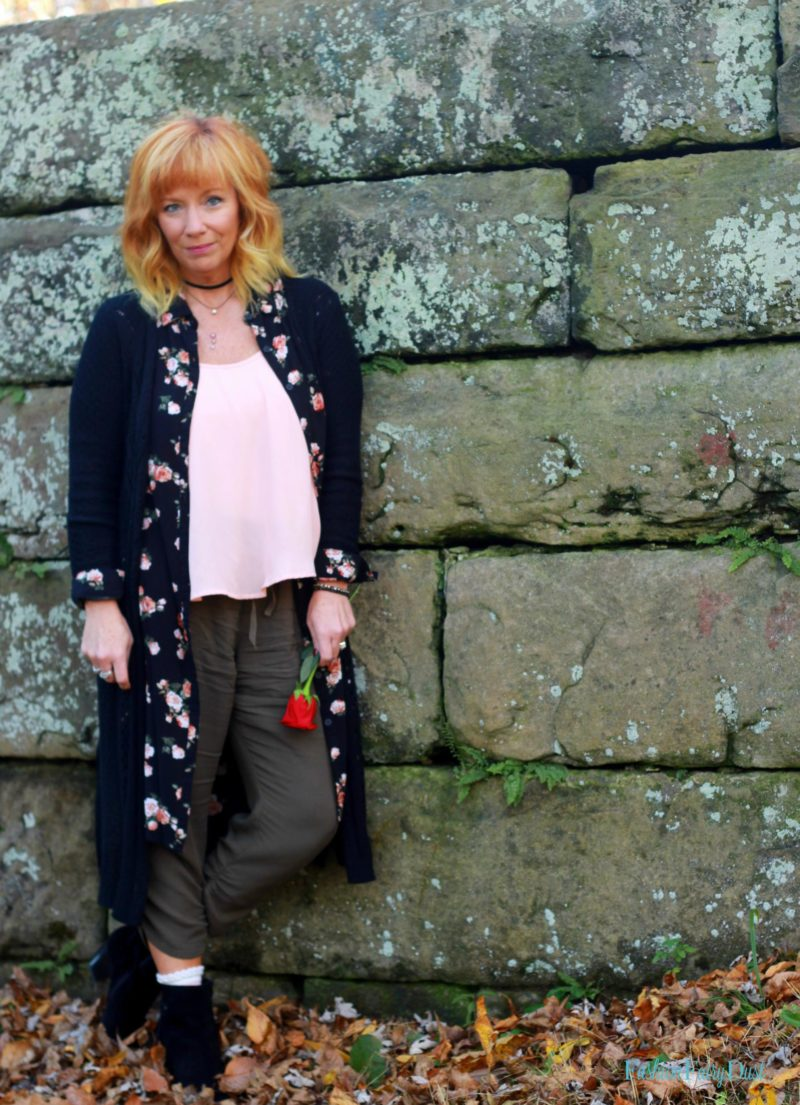 Floral duster, slouchy pants and fringe ankle boots. How to layer a duster.