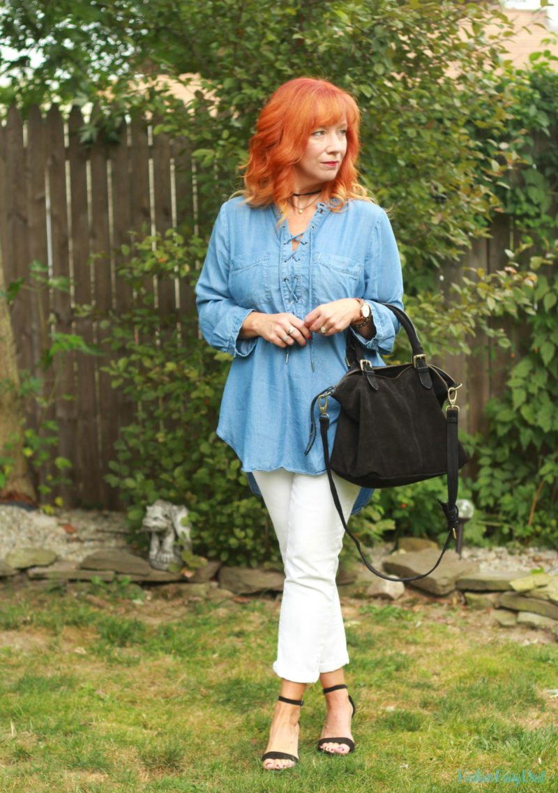 Chambray tunic, white jeans and black strappy sandals.